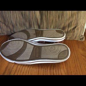 Skechers Shoes - Skechers Flower Power🌻Mary Jane Slip Ons